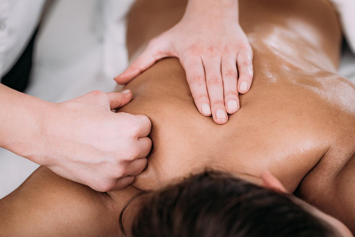 Specialisatie rug - nek en schouder massage   Massagestudio Soest